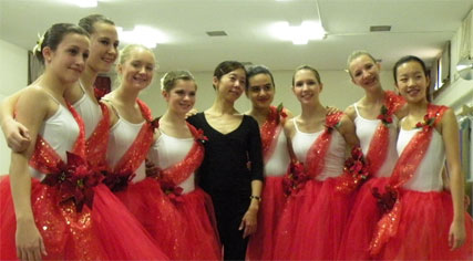 photo of Kiyoko Makimura, guest artist at Bravo! The Centre for Dance, with some of her students